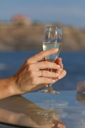 bocal: Bride holds a bocal with wedding champagne Stock Photo