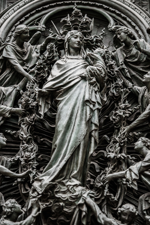 Cathedral church of Milan.Beautiful Italian temple dedicated to St Mary of the Nativity located in Piazza di Duomo.Classic gothic architecture built of white marble stone. 免版税图像