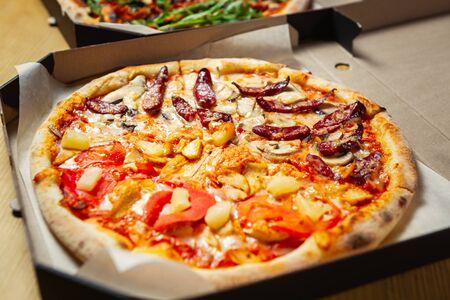 Fastfood pizza delivery.Cardboard box delivered food from Italian pizzeria Archivio Fotografico