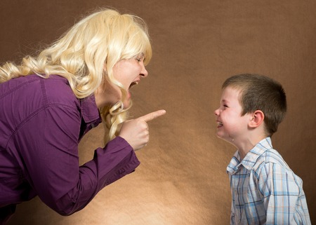 argue kid: mother yelling at children