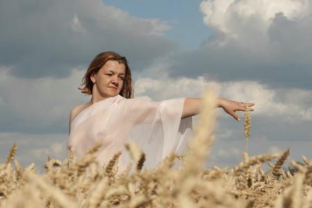 Nude woman in the wheat field Reklamní fotografie