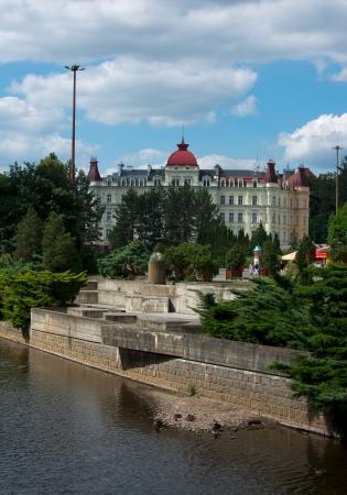 vary: Karlovy Vary, central around river