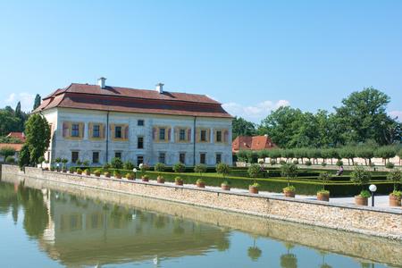 chateau: Kratochvile chateau