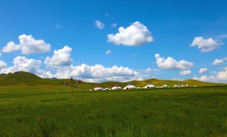 Wolken über der Wiese im Norden von China Standard-Bild