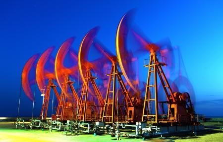 puits de petrole: Pompes � huile Mat�riel pour l'industrie du p�trole