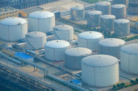 Luftbild von Benzin Industriegebiet Standard-Bild - 33501264