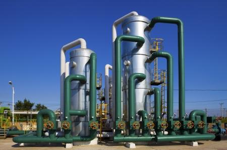 yacimiento petrolero: aceite y planta de procesamiento de gas Foto de archivo
