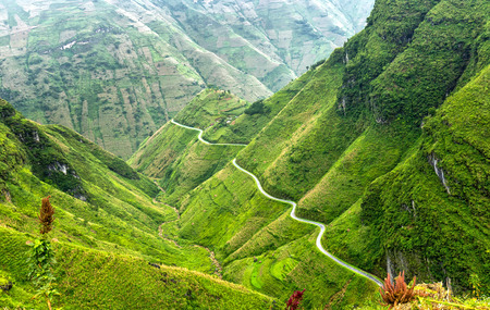 Pass road hugs the mountain plateau of Dong Van, Ha Giang, Vietnam is very treacherous, but the most beautiful, peaceful. The more I see ask for their love of country more Stock Photo