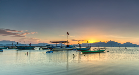 Sunset over bay with sun rays under permissive throw up beautiful mountain, fishing marina below Preparing to sleep in Da Nang, Vietnam Standard-Bild