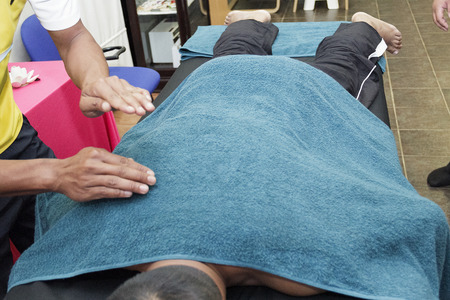 massage homme: sport massage - mens hands are doing sport massage on the part of the human body