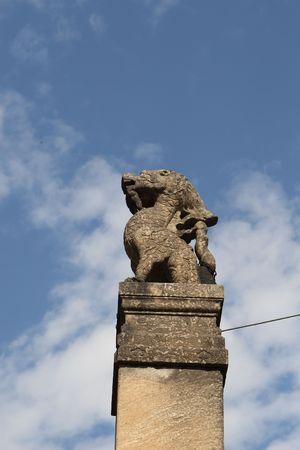 dragon statue photo