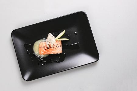 Smoked salmon and sauce cooked by molecular gastronomy technic Zdjęcie Seryjne - 91367717