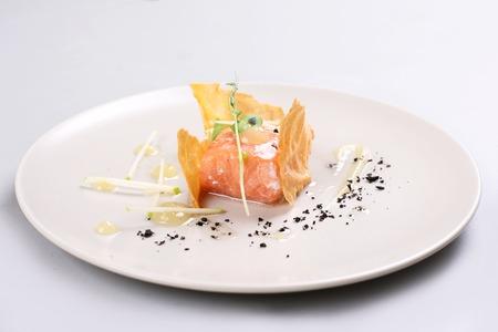 Smoked salmon and sauce cooked by molecular gastronomy technic Zdjęcie Seryjne - 91357862