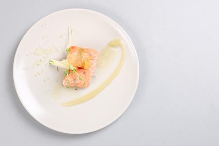 Smoked salmon and sauce cooked by molecular gastronomy technic Zdjęcie Seryjne - 91544545