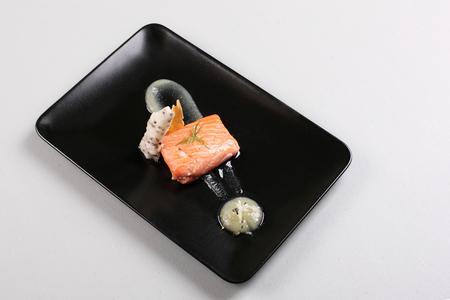 Smoked salmon and sauce cooked by molecular gastronomy technic Zdjęcie Seryjne - 91357864