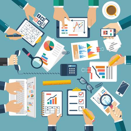 Incontro di uomini d'affari per la pianificazione aziendale, lavoro di squadra analizzando progetto, strategia, ricerca, lo sviluppo, la gestione finanziaria, ricerche di mercato, statistiche, soluzione. Brainstorming. Vettore Archivio Fotografico - 53173579
