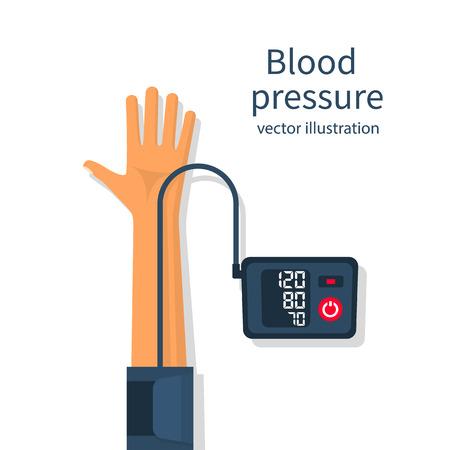 Uomo che misura la pressione sanguigna paziente