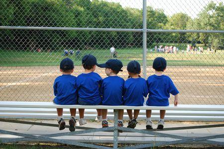 empezar: Chicos de espera para su juego de b�isbol a comenzar