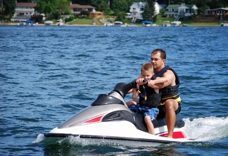 moto acuatica: la pr�ctica de deportes n�uticos con pap�