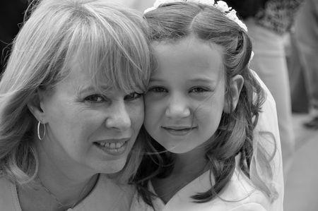 primer d�a de comuni�n con la abuela blanco y negro Foto de archivo - 6353010