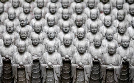 kamakura: Miniature statues in Kamakura, Japan