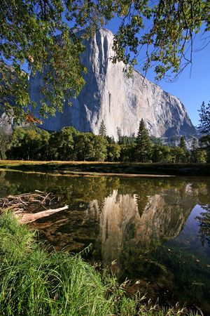 el capitan: El Capitan reflectiing in the lake - Yosemite, California Stock Photo