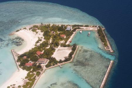 pristine coral reef: Veduta aerea di isola tropicale, Maldive Archivio Fotografico