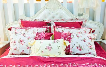 Immagine di comodi cuscini e letti.