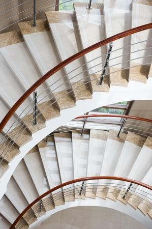 volute: A, scala a chiocciola in marmo in hotel alla moda. Archivio Fotografico