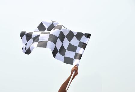 startpunt: geblokte race vlag in de hand. Stockfoto