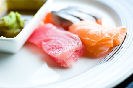 plato del buen comer: Comida japonesa, plato de sashimi, pescado crudo en rodajas.