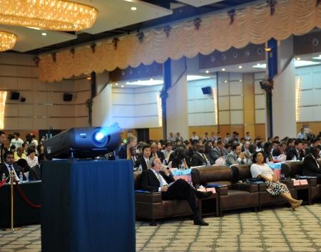exhibition crowd: Questa foto mostra il pubblico in un seminario internazionale, che ha organizzato durante la Cina Fiera Internazionale per gli investimenti e il commercio. E 'uno degli eventi pi� famosi internazionale la promozione degli investimenti in Cina.