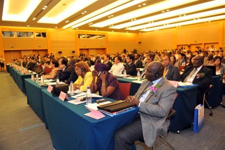 exhibition crowd: Questa foto mostra il pubblico in un seminario internazionale, che ha organizzato durante la Fiera Internazionale della Cina per gli investimenti e il commercio. E 'uno degli eventi pi� famosi internazionale la promozione degli investimenti in Cina.