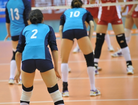 A girls volleyball team in a game.