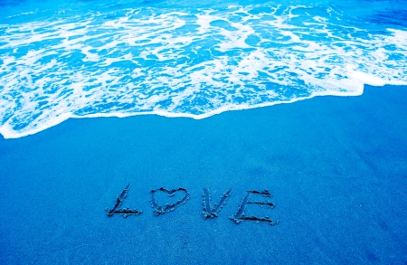 heart and love written on a shore with waves in the background. Stock Photo - 13751380