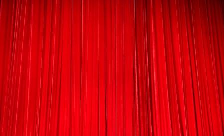 cortinas rojas: felpa roja cortinas de terciopelo de teatro. Foto de archivo