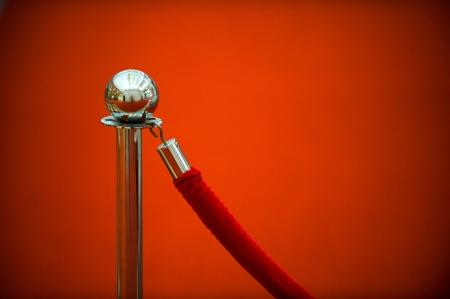 sicurezza corda rossa dal tappeto rosso, close-up.