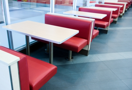 negocios comida: Vac�o interior del restaurante con la etapa de espera para los clientes.