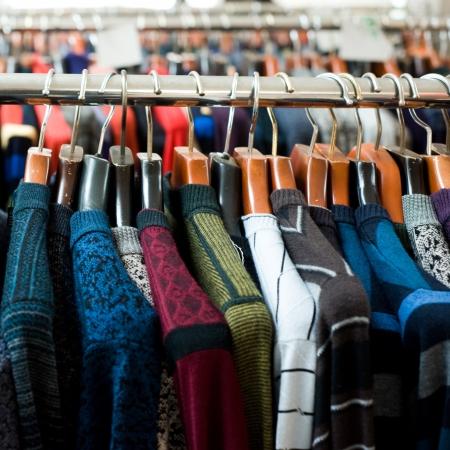 tejidos de punto: colorida ropa de adultos de lana a la venta