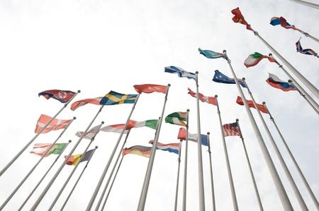europeans: Bandiere del mondo felicemente soffia nel vento.