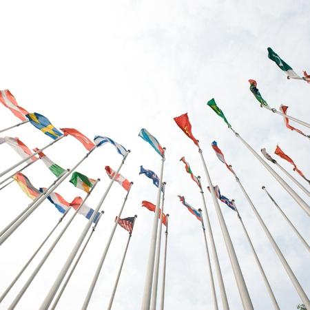 drapeau inde: Drapeaux du monde joyeusement dans le vent.
