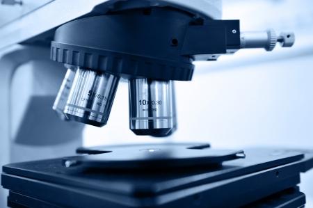 microscopio: Un primer plano de un microscopio