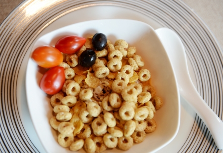 corn flakes: healthy breakfast with bowl of cereal .