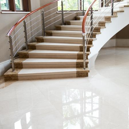 escalera: Habitaci�n de lujo con escaleras de m�rmol. Editorial