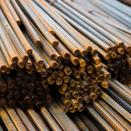 piling: Rust steel rod or bars in warehouse