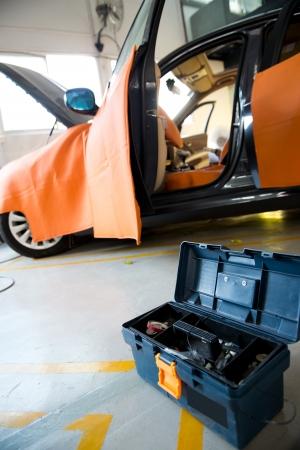 Car in auto repair shop with open hood. 版權商用圖片