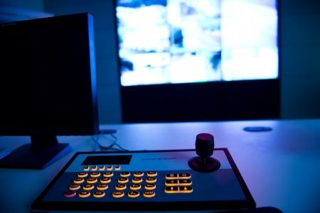 cctv: Un verdadero sistema de seguridad de circuito cerrado de televisi�n con vistas de c�maras m�ltiples.