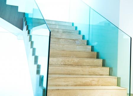 Habitaci?n de lujo con escaleras de m?rmol. Foto de archivo - 23087389