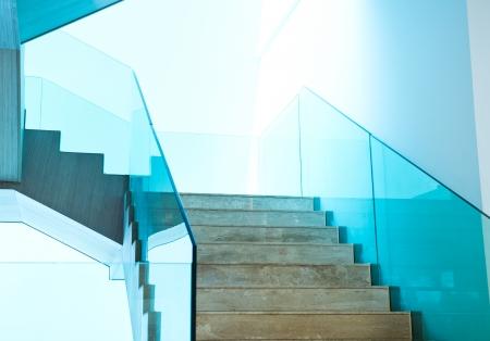 chambre luxe: Chambre de luxe avec des escaliers en marbre.