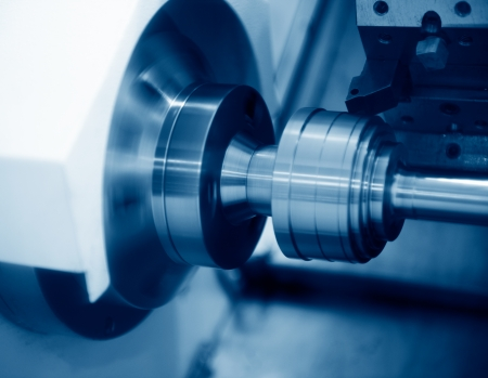 Close-up di una macchina CNC sul lavoro.
